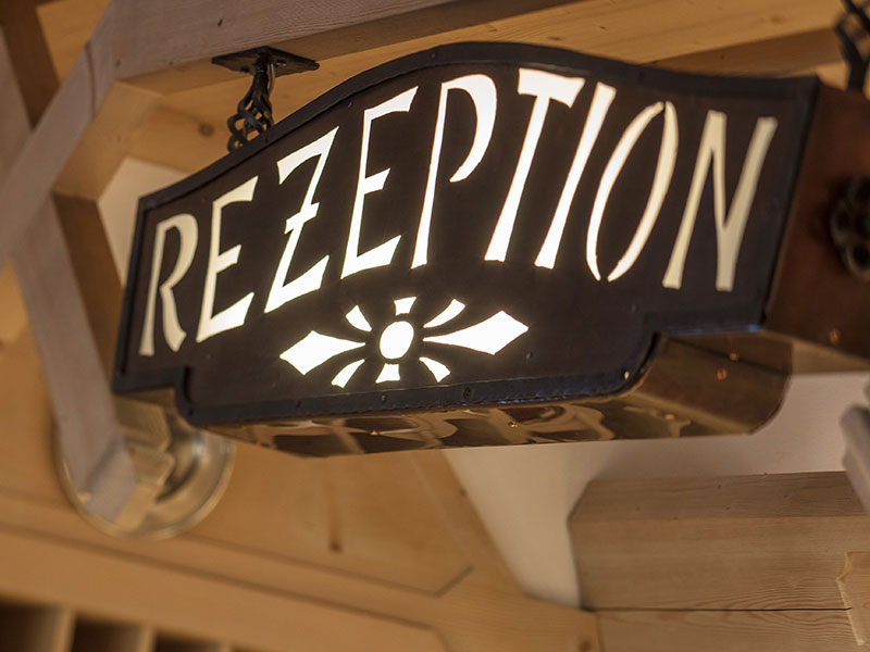 Schild Rezeption