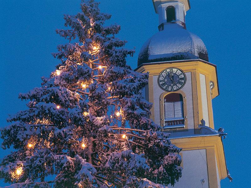 Neustift Kirche zu Weihnachten